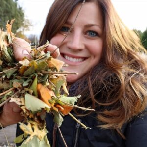Using Leaves to Make Homemade Mulch! 🍂🍁👩🌾// Garden Answer