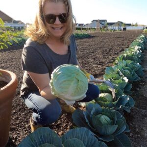 Harvesting & Giving Away Cabbage With My Mom! 🥬 // Garden Answer