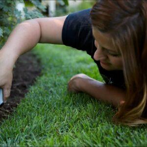 How I Edge Grass 🌱// Garden Answer