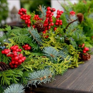Make Your Own Holiday Garland!
