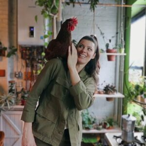 Living with 700+ Houseplants and a Hen in Brooklyn, NYC 🌿� | House Plant Tour