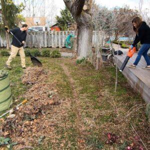 Work Day At My Parent's Garden 🌿// Garden Answer